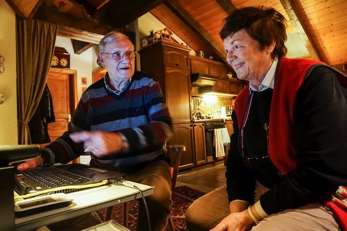 Peter und Elisabeth Ruge schreiben seit vielen Jahren gemeinsam Romane. Meist haben sie einen autobiografischen Bezug.