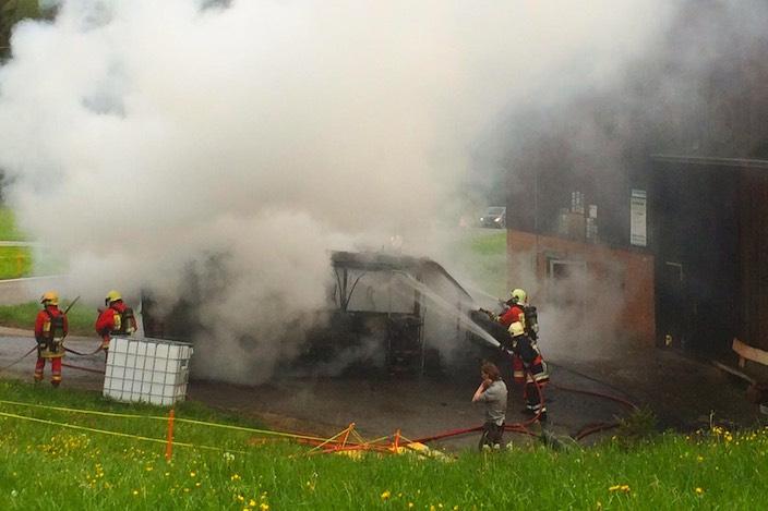 45 Feuerwehrmänner waren vor Ort, um das Feuer zu löschen.