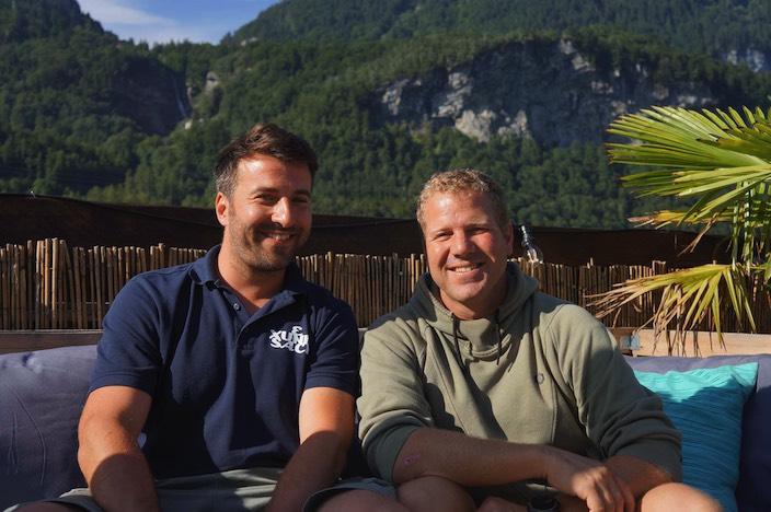 Nach der neuen Produktelancierung blicken Sandro Balsiger (links) und Oliver Fuchs von den Freizeitanlagen Meiringen zuversichtlich in die Zukunft.