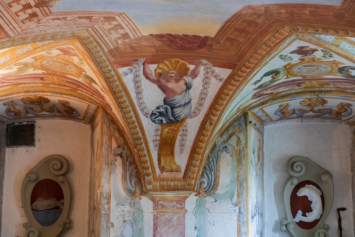 The paintings in the great hall of Reichenbach Palace exude the spirit of Versailles.