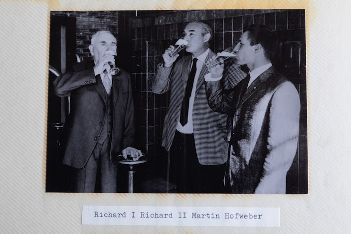A look at the family album: the junior brewer Martin Hofweber together with his grandfather and father.