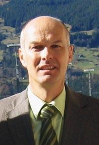 Seit August dieses Jahres ist Klaus-Dieter Hägele Pfarrer in Grindelwald. Der 44-jährige Theologe lebt mit seiner Frau und den drei Kindern im Grindelwalder ... - gosimg10IE00c80124806680b30000120117gy