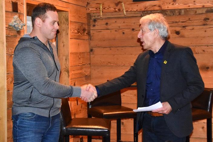 Schwinger Simon Anderegg wird für einen vierten eidgenössischen Kranz geehrt.