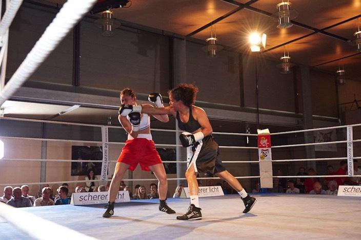 Nicht gerade zimperlich: «The Golden Girl» Viviane Obenauf (rechts) lässt ihre Gegnerin aus Serbien schlecht aussehen.
