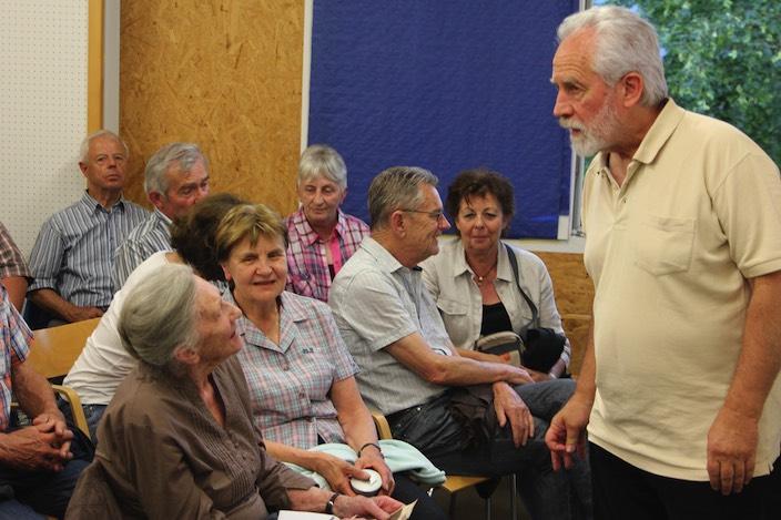 Die Besucher des Vortrags tauschten sich rege über die Vergangenheit von Beatenberg aus.