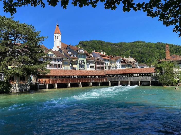 Die Region Thun-Thunersee – hier die Mühleschleuse mit der Stadtkirche im Hintergrund –  legte prozentual bei den Logiernächten am meisten zu.