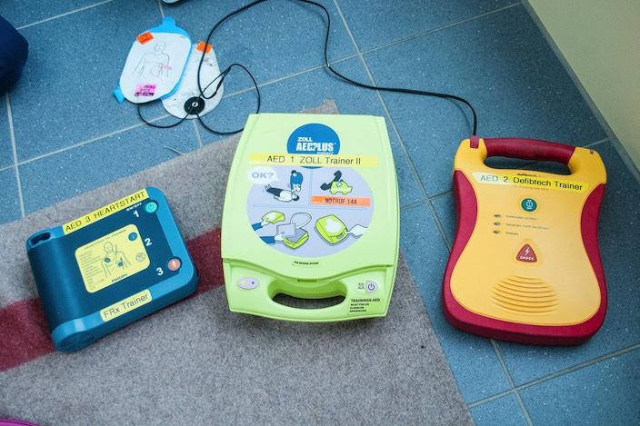 Neuerdings verfügt die Gemeinde über vier öffentlich zugängliche Defibrillatoren.