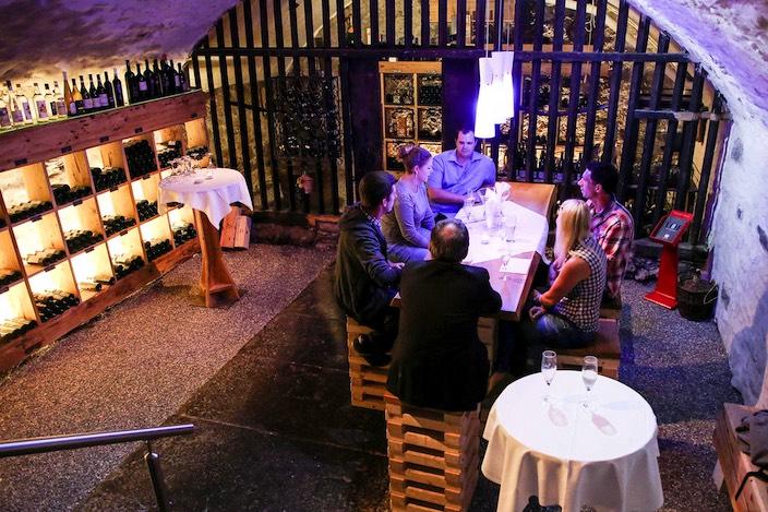 Im festlichen Weinkeller des Bären durften die Gewinner-Paare ihre Preise entgegennehmen.
