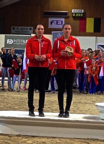 Selina Schumacher vom Voltige Team Interlaken mit Mirjam Degiorgi vom Voltigeclub Montmirail.