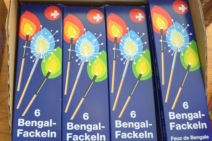 Diese Bengal-Fackeln kommen von der Frutiger Pyro Willen.