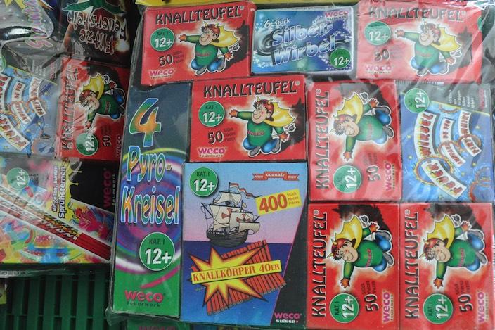 Vor allem Kinder können sich alle Jahre für knallende oder pfeifende Pyrotechnik begeistern.