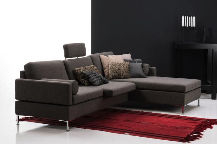 Insgesamt stehen rund 130 sitzplätze auf sofas oder relax sitzen und liegen zum probesitzen