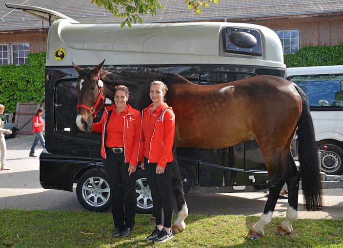 Voltigiererin Selina Schumacher (rechts) mit ihrer Longenführerin Irène Zumkehr und Pferd Limetto.