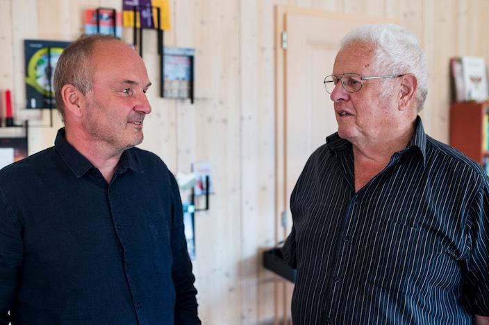 Hans Gafner (rechts) fragte Roland Noirjean, ob er nicht Gemeindepräsident von Beatenberg werden möchte. «Ich finde es toll, dass er diese Arbeit übernimmt», sagt Gafner. Es sei alles andere als einfach, Personen für diese Aufgabe zu finden.