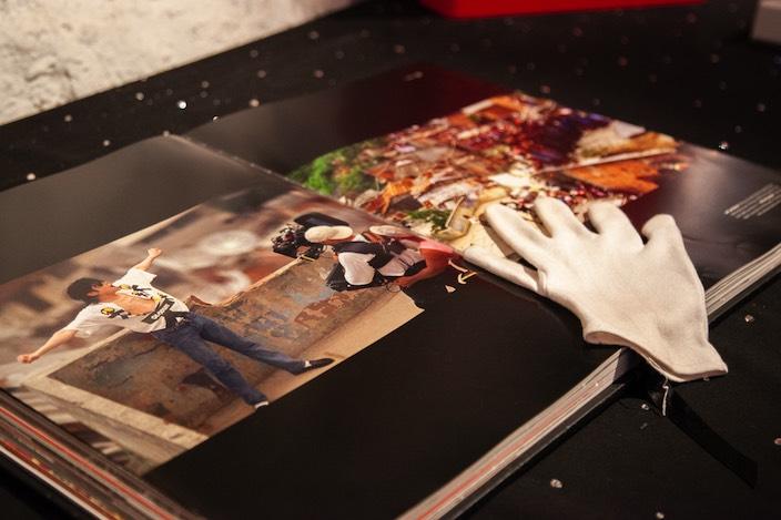 Auch Jacksons bekannter weisser Handschuh gehört zur Ausstellung.
