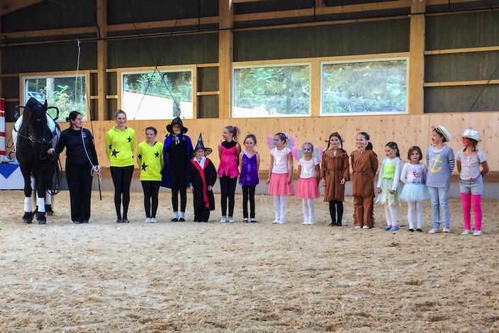 Beim «JEKAMI» des Voltige Team Interlaken waren der Fantasie keine Grenzen gesetzt: Mitmachen durften auch Hexen, Feen, Cowgirls oder Matrosen.