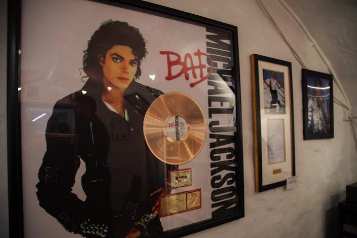Michael Jackson veröffentlichte während seiner Gesangskarriere zehn Studioalben und ein Live-Album.