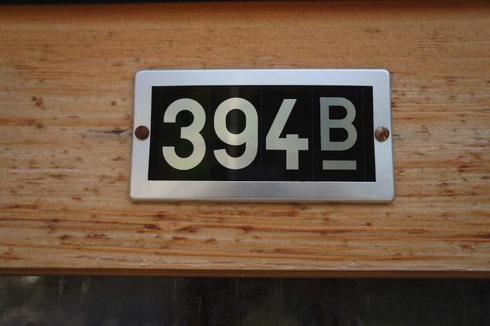 Statt Strassennamen richtet man sich in Beatenberg nach Flurnamen, die Hausnummern nach Gebäudeversicherungsnummern. Im Dezember soll das Volk darüber befinden, ob dies weiterhin so gehandhabt wird.
