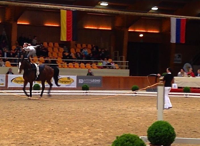 Mit Eleganz zu Rang drei: Selina Schumacher vom Voltige Team Interlaken beim CVI in Belgien.