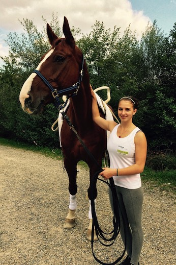 Selina Schumacher aus Bönigen hat sich mit Pferd Amaretto zur Vizeschweizermeisterin voltigiert.