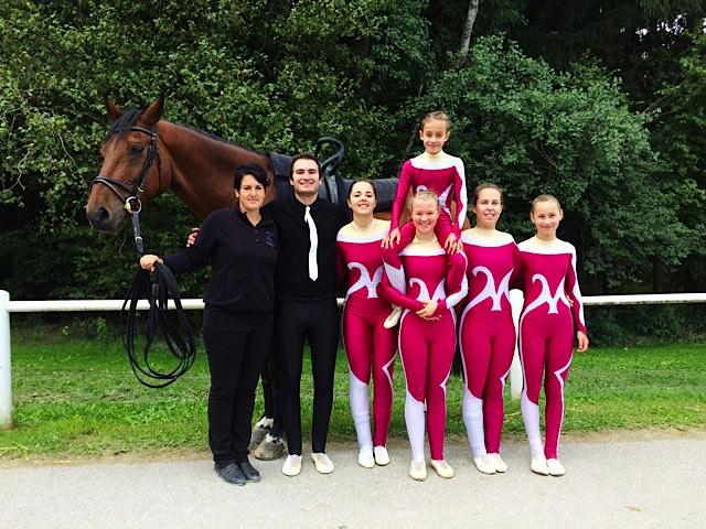 Trotz abgebrochener Kür beim CVN in Chalet à Gobet herrschte bei Team II von Voltige Interlaken gute Laune.