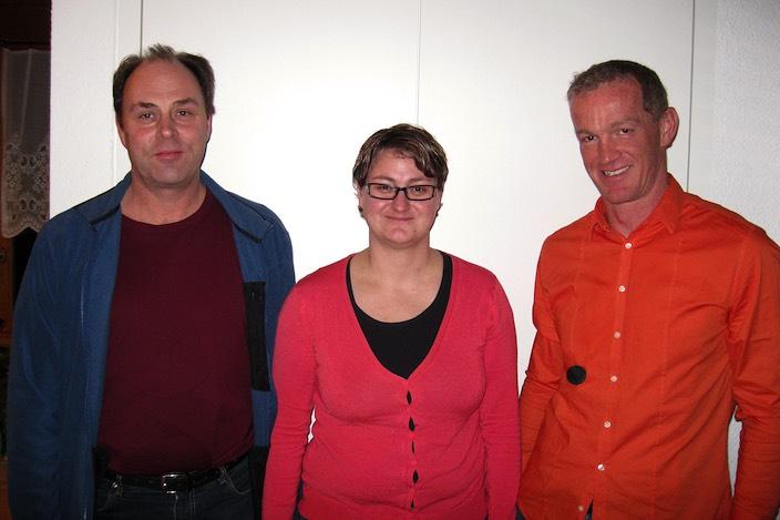 Präsident Hans Romang (rechts) mit den beiden neuen Vorstandsmitgliedern des Voltige Team Interlaken Stefan Eichenberger und Cindy Gebs.