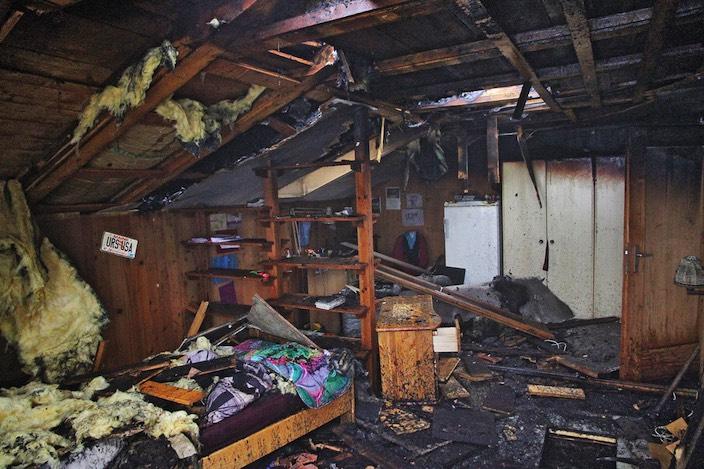 Das Haus der Familie Grossniklaus ist unbewohnbar. Vorübergehend leben sie beim Sohn.