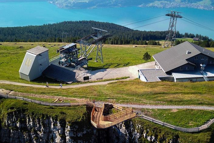 Die «Felsenbrücke», Herzstück des neuen Gratweges, unweit des Berghauses.