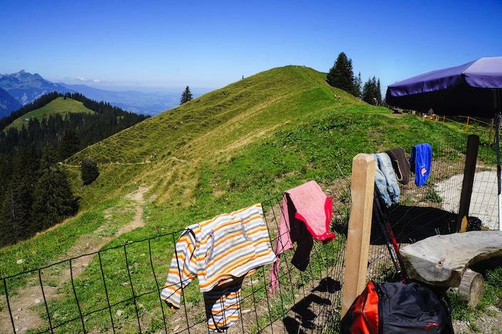 Sogar Wäscheberge werden auf der Alp Brunni hoch über dem Thunersee zum Fotosujet.